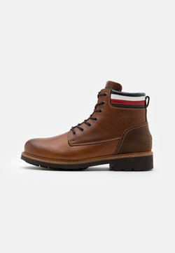 Tommy Hilfiger - CORPORATE BOOT - Schnürstiefelette - natural cognac