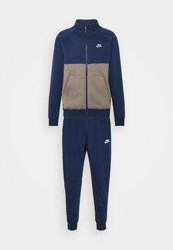 Nike Sportswear - SUIT SET - Tracksuit - midnight navy/olive grey/white