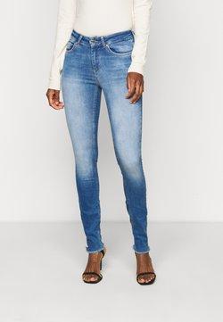 ONLY Tall - ONLBLUSH LIFE - Jeans Skinny Fit - medium blue denim