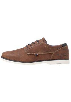 TOM TAILOR - Sznurowane obuwie sportowe - cognac