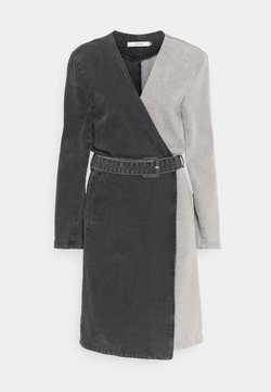 Gestuz - SILLAGZ BLAZER DRESS - Spijkerjurk - washed grey
