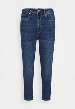 Vero Moda Petite - VMJOANA MOM - Jeans Slim Fit - medium blue denim