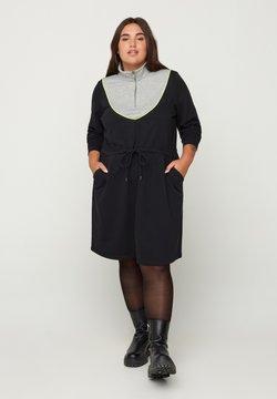 Zizzi - WITH POCKETS AND AN ADJUSTABLE WAIST - Vestido ligero - black