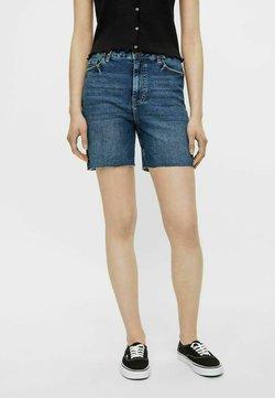 Pieces - LONGLINE - Shorts di jeans - medium blue denim