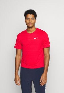 Nike Performance - MILER  - T-shirt basique - university red/reflective silver