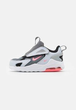 Nike Sportswear - AIR MAX BOLT - Matalavartiset tennarit - smoke grey/metallic silver/football grey