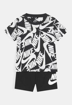 Nike Sportswear - FUTURA SET - Trainingsbroek - black