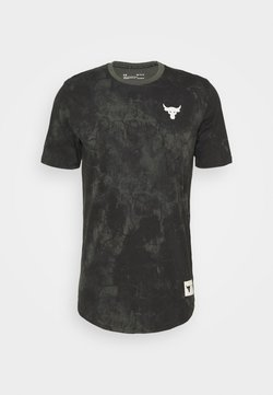 Under Armour - ROCK ALLOVER - T-shirts med print - baroque green