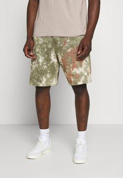Nike Sportswear - Shorts - medium olive/medium olive/(white)