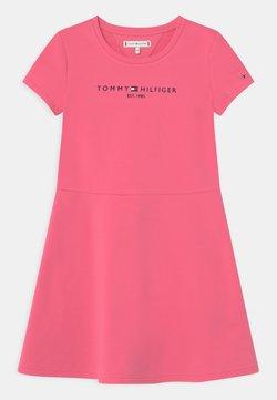 Tommy Hilfiger - ESSENTIAL SKATER  - Freizeitkleid - exotic pink