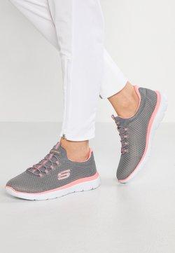Skechers Wide Fit - SUMMITS - Sneaker low - grey/pink