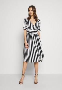 Vila - VISUSASSY DRESS - Freizeitkleid - white alyssum/black