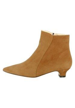 Evita - Ankle Boot - ocker