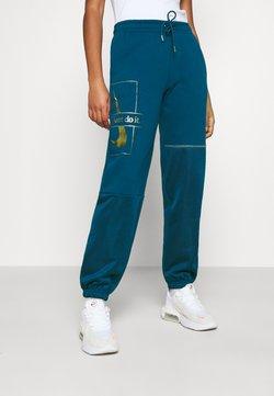 Nike Sportswear - PANT - Verryttelyhousut - valerian blue/deep ocean/metallic gold