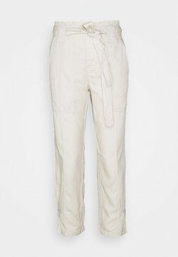 Banana Republic Petite - TIE WAIST EXCURSION PANT - Trousers - transition cream