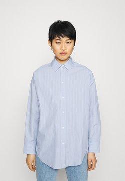 Carin Wester - BOYFRIEND - Hemdbluse - light blue/white