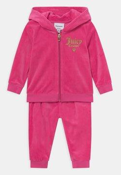 Juicy Couture - BABY HOOD SET - Verryttelypuku - pink yarrow