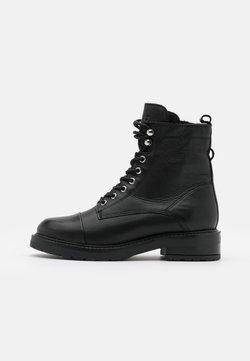 Pavement - CHARLEY  - Veterboots - black garda/silver