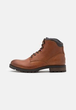 Tommy Hilfiger - CLASSIC TUMBLE BOOT - Schnürstiefelette - winter cognac