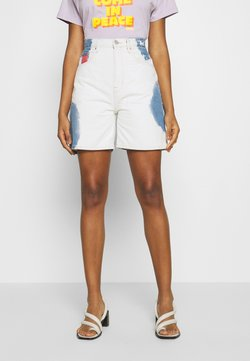 Tommy Jeans - MOM SHORT  - Short en jean - cloudy light blue rigid