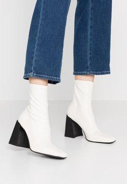 Topshop - HAMMOND SOCK BOOT - High heeled ankle boots - buttermilk