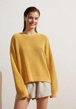 OYSHO - Strickpullover - yellow