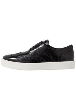 Clarks - HERO LIMIT - Chaussures à lacets - black
