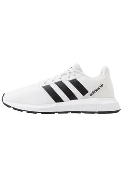 adidas Originals - SWIFT RUN - Sneaker low - ftwwht/cblack/ftwwht
