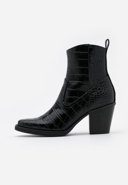 ONLY SHOES - ONLBELIZE STRUCTUR HEELED BOOT - Stiefelette - black