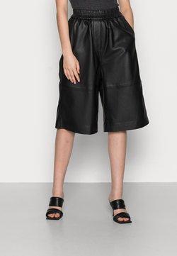 Second Female - EDIE SHORTS - Pantalon en cuir - black