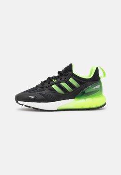adidas Originals - ZX 2K BOOST 2.0 UNISEX - Sneaker low - core black/signal green/carbon