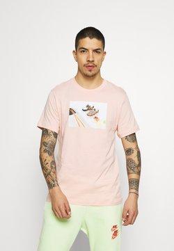 Nike Sportswear - TEE FOOD SHOESHI - T-shirt z nadrukiem - arctic orange