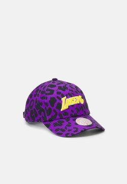 Mitchell & Ness - NBA LOS ANGELES LAKERS WILD STYLE STRAPBACK - Lippalakki - purple