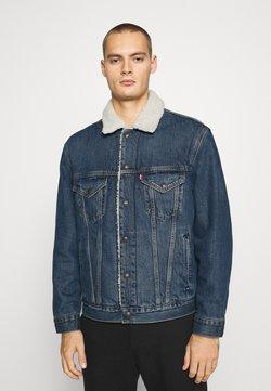 Levi's® - VTG FIT TRUCKER UNISEX - Veste en jean - dark blue denim