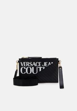 Versace Jeans Couture - MEDIUM POUCH LOGO - Pikkulaukku - nero