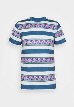 HUF - MONARCH STRIPE - T-shirt imprimé - pale aqua