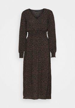 Dorothy Perkins - FIT & FLARE SHEERED DRESS - Freizeitkleid - black