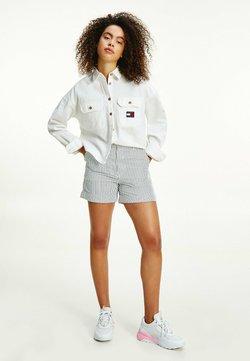 Tommy Jeans - HARPER BADGE STRIPE PRINT  - Shorts - twilight navy / white