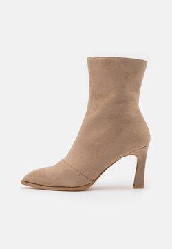 NA-KD - LOOK HEELED BOOTS - Korte laarzen - beige
