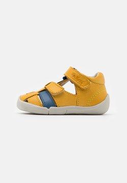 Kickers - WASABOU - Riemensandalette - jaune/bleu