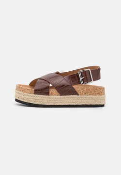Monki - VEGAN JANNIKE - Korkeakorkoiset sandaalit - brown/medium dusty