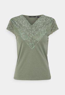 Vero Moda Petite - VMPHINE CAP SLEEVE - Camiseta estampada - laurel wreath