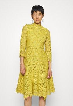 IVY & OAK - DRESS - Cocktailkleid/festliches Kleid - mustard yellow