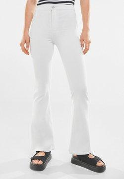 Bershka - Jeans a zampa - white
