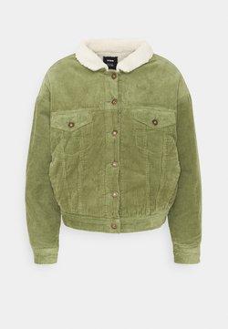 Cotton On - SHEARLING TRUCKER - Overgangsjakker - olive green