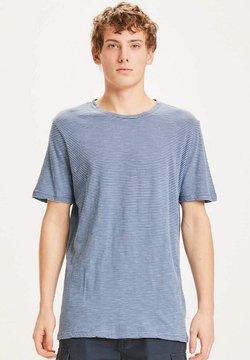 KnowledgeCotton Apparel - ALDER - T-Shirt print - hellblau mit dunkelblauen streifen