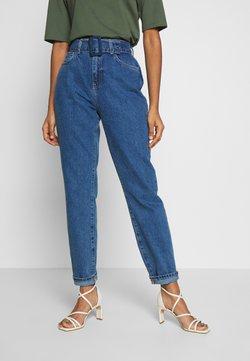 Noisy May - NMISABEL BELT MOM  - Relaxed fit jeans - medium blue denim