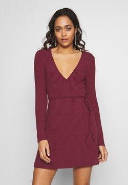 NA-KD - OVERLAP TIE DETAIL MINI DRESS - Jerseykleid - burgundy