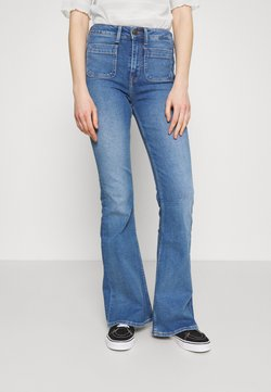 Lee - BREESE PATCH POCKET - Flared Jeans - blue aged