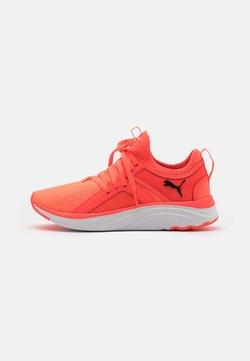 Puma - SOFTRIDE SOPHIA UNISEX  - Zapatillas de running neutras - fiery coral/black/white